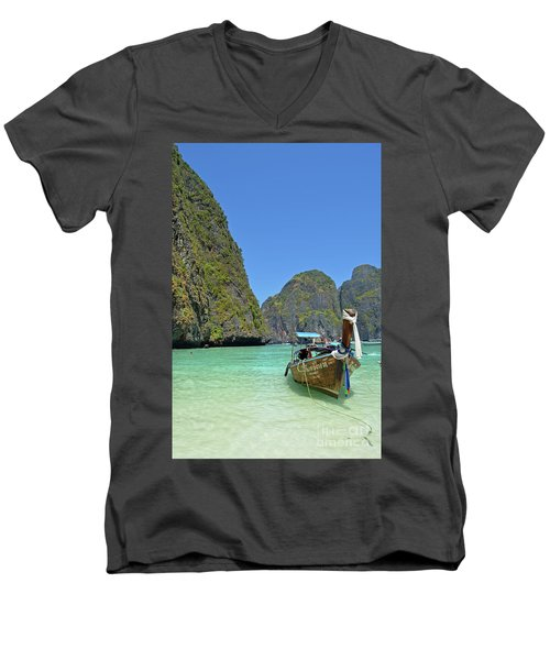 Phi Phi Islands 3 Men's V-Neck T-Shirt