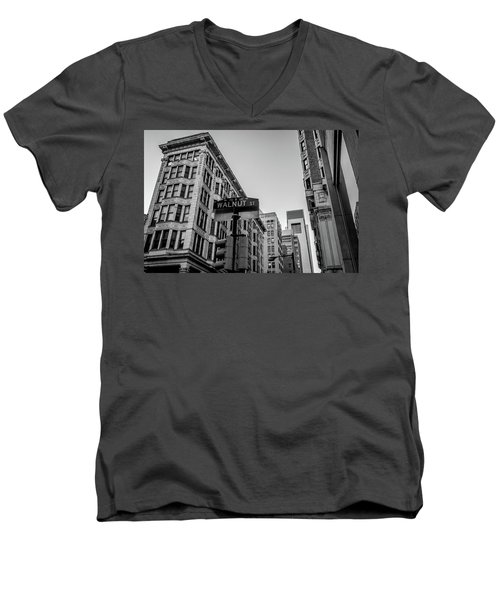 Men's V-Neck T-Shirt featuring the photograph Philadelphia Urban Landscape - 0980 by David Sutton
