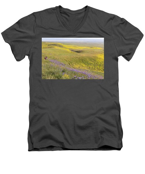 Men's V-Neck T-Shirt featuring the photograph Photographing Carrizo by Marc Crumpler