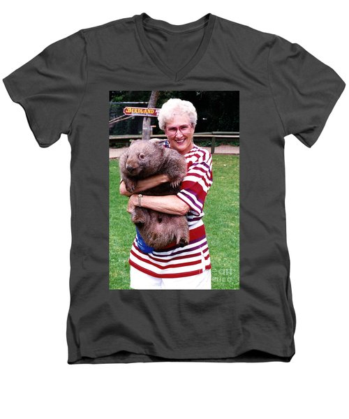 Phyllis Holding Thirty Lb Wombat Australia Men's V-Neck T-Shirt by Phyllis Kaltenbach