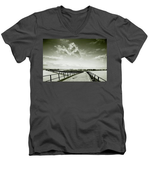 Pier-shaped Men's V-Neck T-Shirt