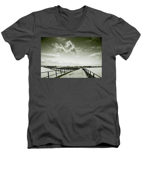 Pier-shaped Men's V-Neck T-Shirt