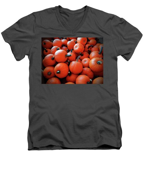 Pile Of Pumpkins Men's V-Neck T-Shirt