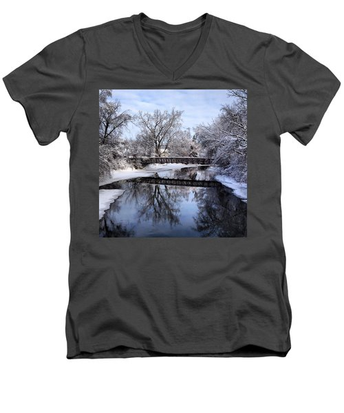 Pine River Foot Bridge From Superior In Winter Men's V-Neck T-Shirt
