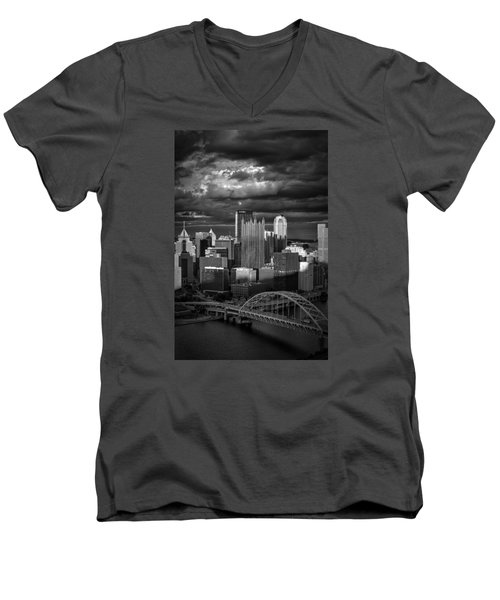 Pittsburgh Pennsylvania Skyline Men's V-Neck T-Shirt