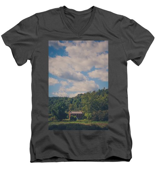 Men's V-Neck T-Shirt featuring the photograph Plantation House by Shane Holsclaw