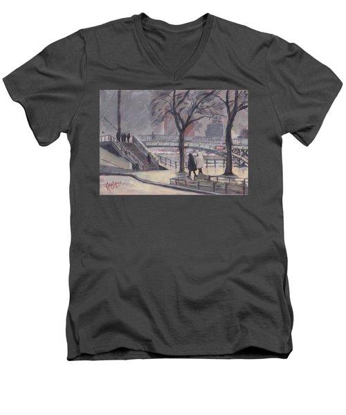 Pluie Sur Le Pont Passarelle Liege Men's V-Neck T-Shirt