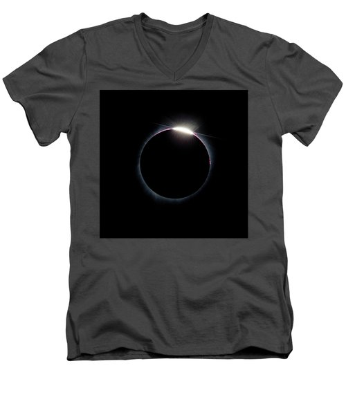 Post Diamond Ring Effect Men's V-Neck T-Shirt