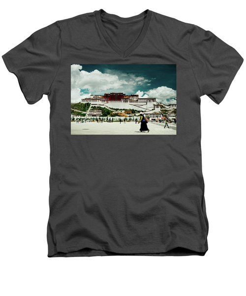 Potala Palace. Lhasa, Tibet. Yantra.lv Men's V-Neck T-Shirt