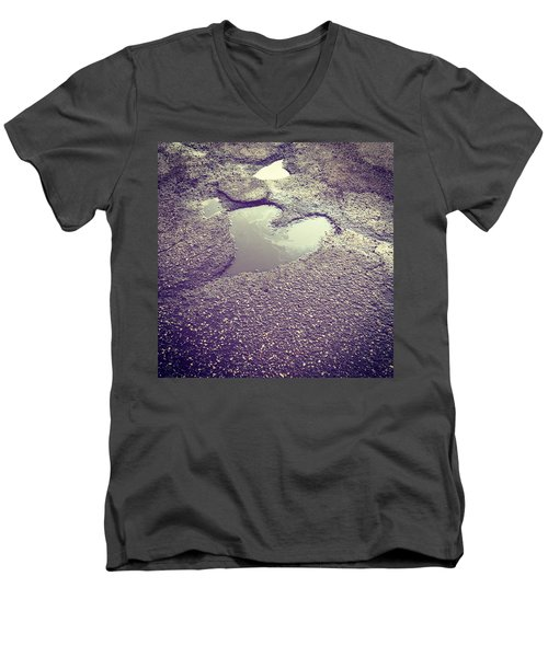 Pothole Love Men's V-Neck T-Shirt