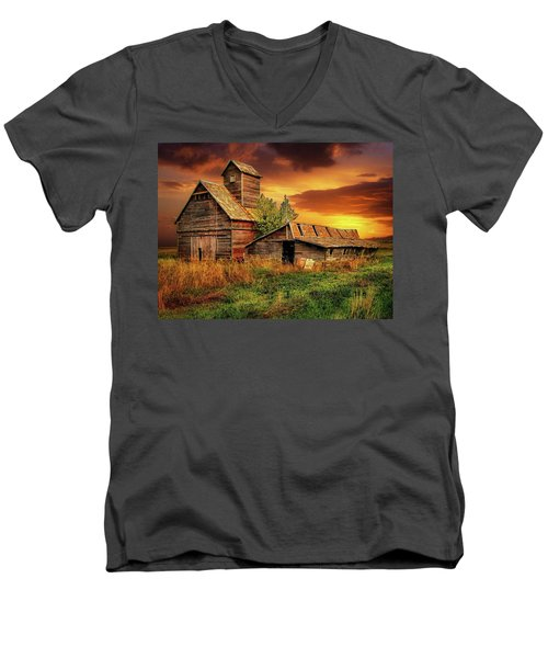 Prairie Barns Men's V-Neck T-Shirt
