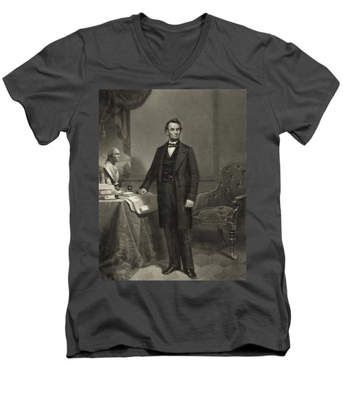 President Abraham Lincoln Men's V-Neck T-Shirt