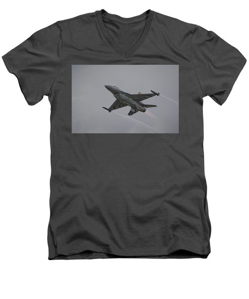 Raf Scampton 2017 - F-16 Fighting Falcon Men's V-Neck T-Shirt