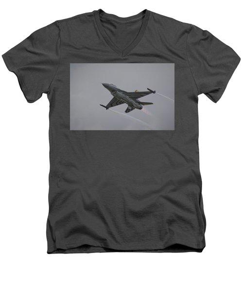 Raf Scampton 2017 - F-16 Fighting Falcon Men's V-Neck T-Shirt