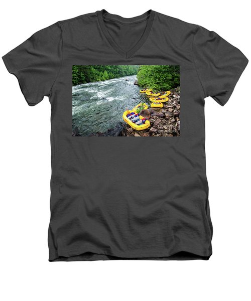 Rafting The Ocoee Men's V-Neck T-Shirt