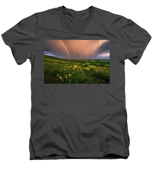 Rainbow At Steptoe Butte Men's V-Neck T-Shirt