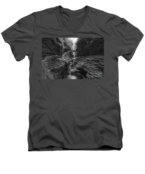 Rainbow Falls Bw Men's V-Neck T-Shirt