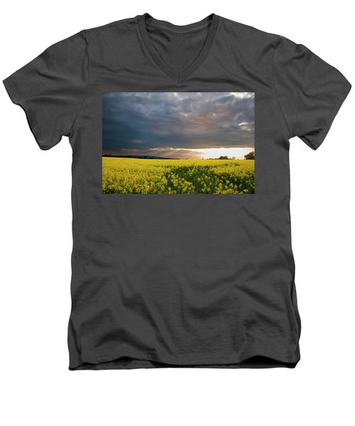 Rays At Sunset Men's V-Neck T-Shirt by Rob Hemphill