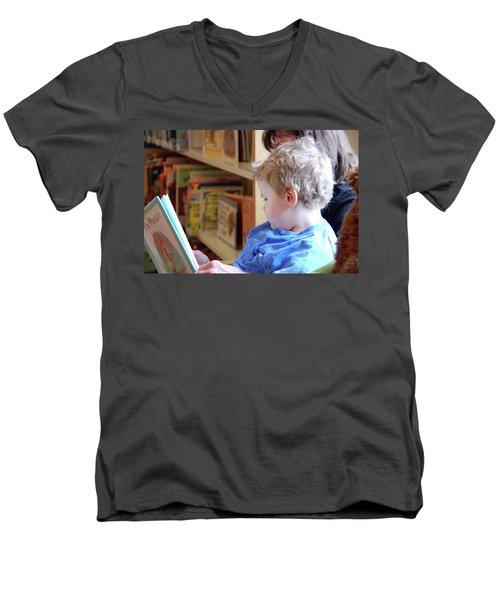 Reading Nurtures The Gardens Of The Mind Men's V-Neck T-Shirt