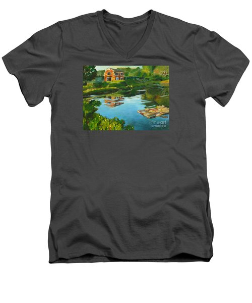 Red Barn In Kennebunkport Me Men's V-Neck T-Shirt
