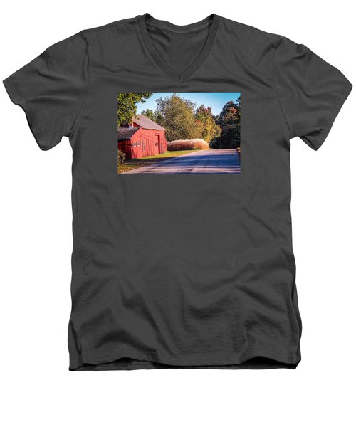 Red Barn In The Country Men's V-Neck T-Shirt