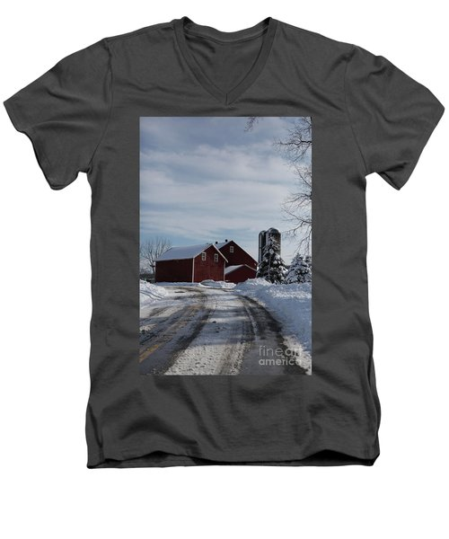 Red Barn In The Snow Men's V-Neck T-Shirt