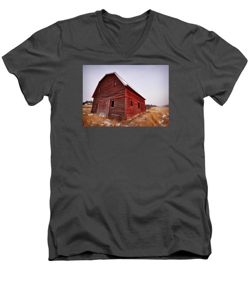 Red Barn Men's V-Neck T-Shirt