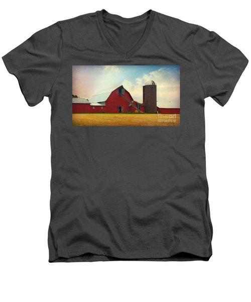 Red Barn Silo Men's V-Neck T-Shirt