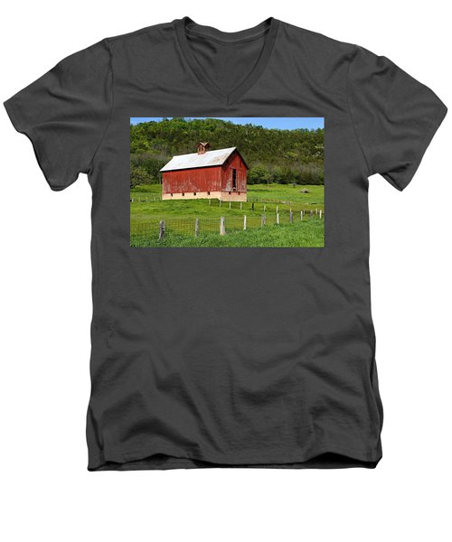 Red Barn With Cupola Men's V-Neck T-Shirt