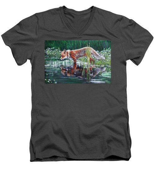 Red Fox Reflecting Men's V-Neck T-Shirt