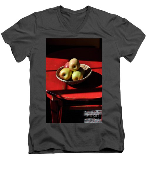 Red Table Apple Still Life Men's V-Neck T-Shirt