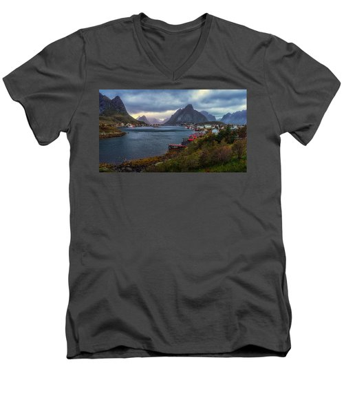 Reine Men's V-Neck T-Shirt