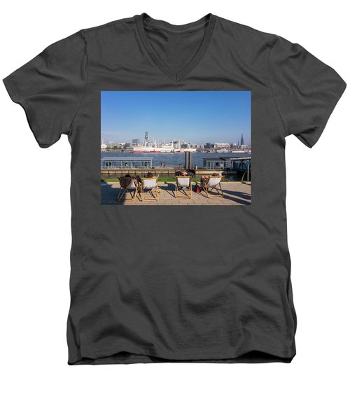 Relax On The Elbe Men's V-Neck T-Shirt