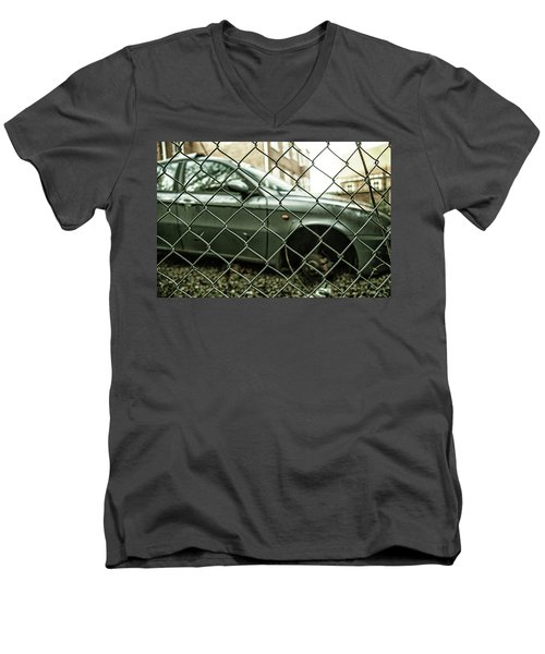 Relic Men's V-Neck T-Shirt