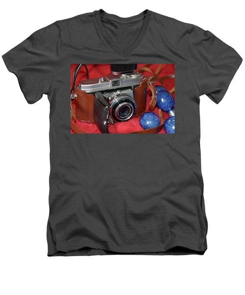 Men's V-Neck T-Shirt featuring the photograph Retina by John Schneider