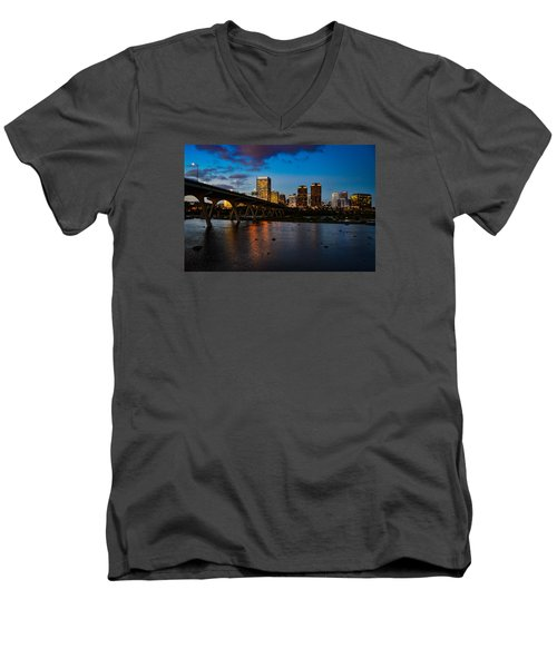 Richmond Skyline At Night Men's V-Neck T-Shirt