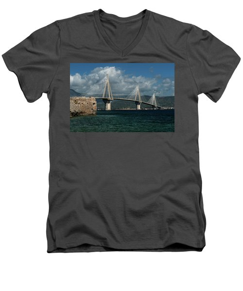 Rio-andirio Hanging Bridge Men's V-Neck T-Shirt