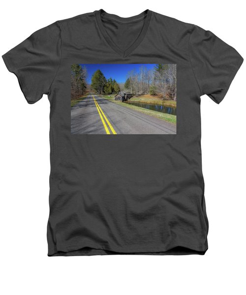 Road View Of Mabry Mill Men's V-Neck T-Shirt