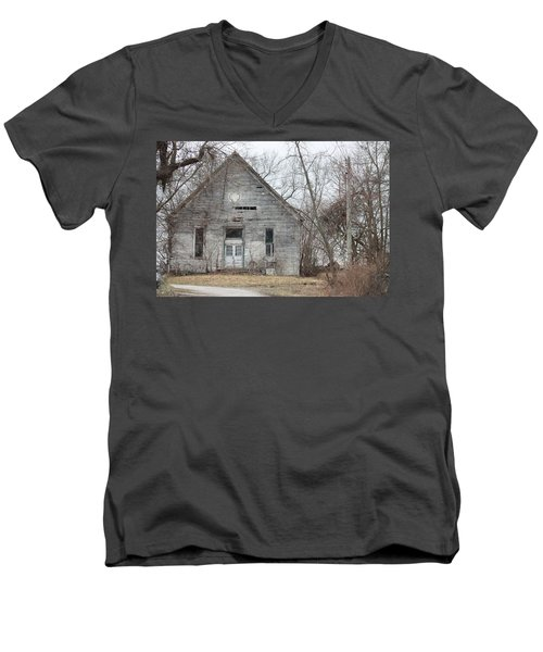 Roanoke Missouri Building Men's V-Neck T-Shirt