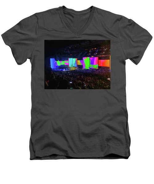 Roger Waters Tour 2017 - Another Brick In The Wall II  Men's V-Neck T-Shirt