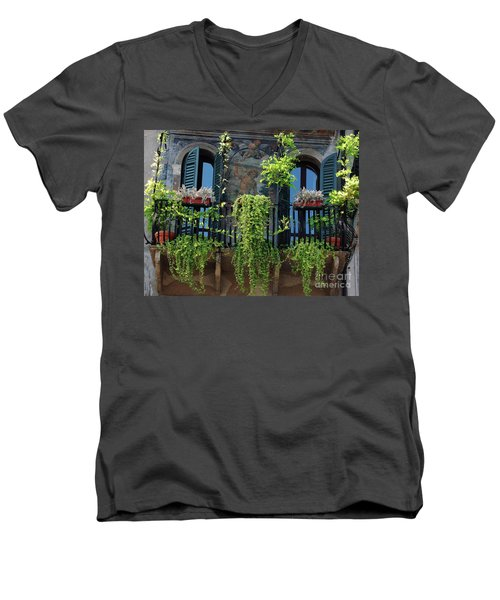 Romeo And Juliet  Men's V-Neck T-Shirt