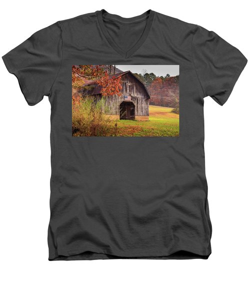 Rustic Barn In Autumn Men's V-Neck T-Shirt