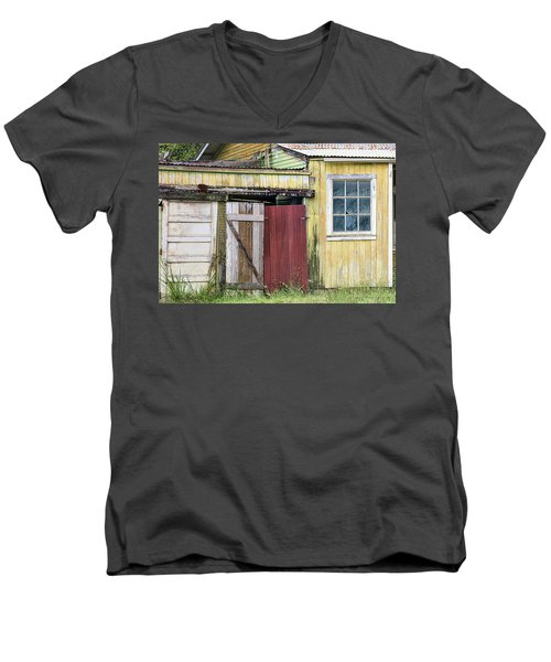 Rustic Shed Panorama Men's V-Neck T-Shirt