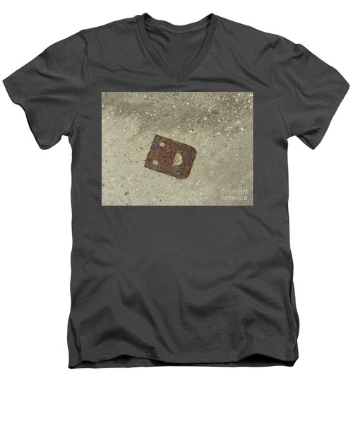 Rusty Metal Hinge Smiley Men's V-Neck T-Shirt