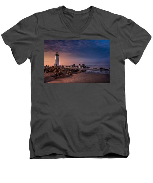 Santa Cruz Harbor Walton Lighthouse Men's V-Neck T-Shirt