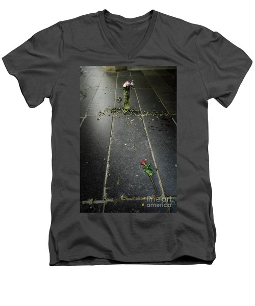 Men's V-Neck T-Shirt featuring the photograph Saskia Rembrandt's Tomb by RicardMN Photography