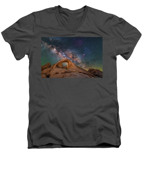Scorpius And Its Arch Men's V-Neck T-Shirt