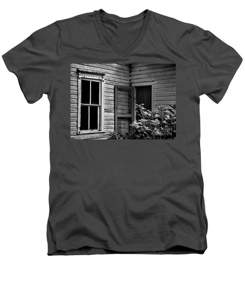 Screen To The Past Men's V-Neck T-Shirt