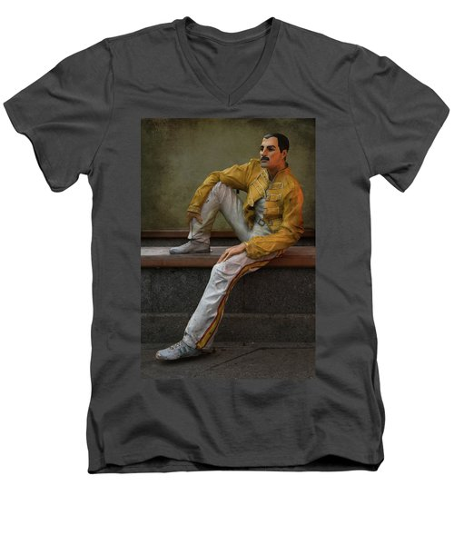 Sculptures Of Sankt Petersburg - Freddie Mercury Men's V-Neck T-Shirt