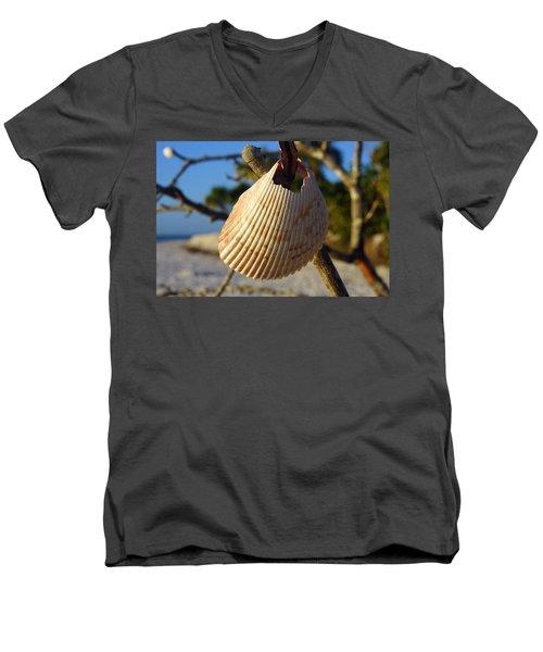 Cockelshell On Tree Branch Men's V-Neck T-Shirt